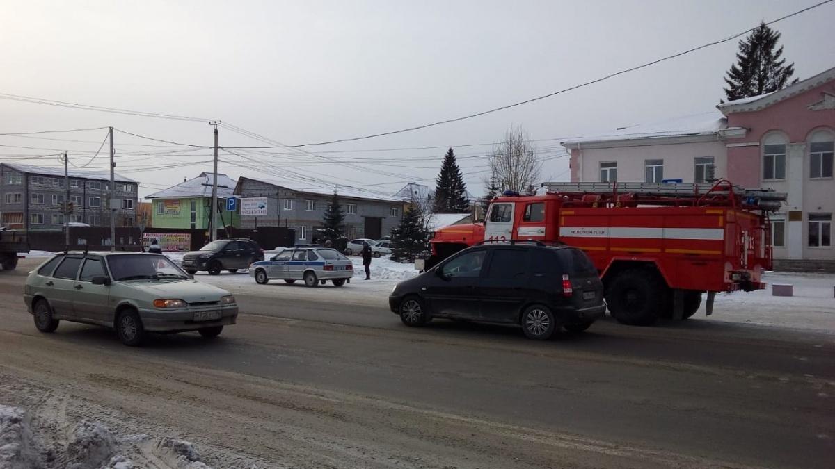 В Екатеринбурге эвакуируют людей из школ, больниц и офисных зданий: онлайн «минирования» города