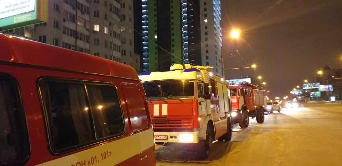 Пожарные работали на пожаре около часа