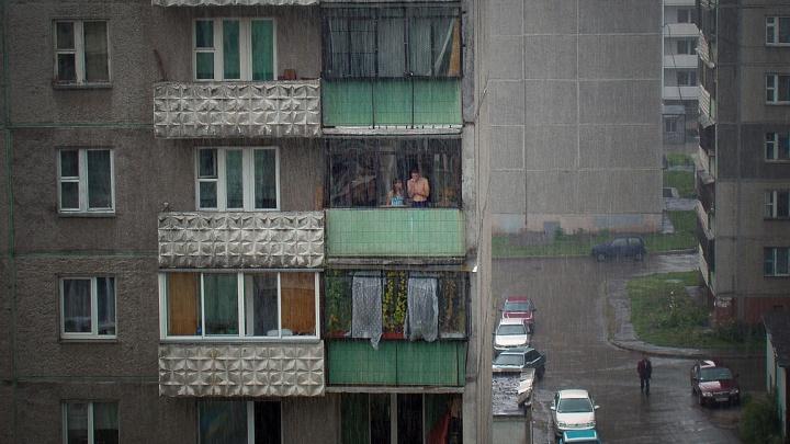 Жительницу Челябинской области оштрафовали за курение на балконе