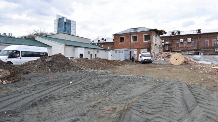 Придётся ждать еще три года: строительству уральскогофилиала Эрмитажа помешали памятники