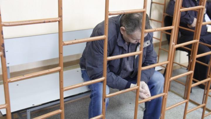 Суд отказался отпускать на свободу коммунальщика, виновного в гибели двух детей в яме
