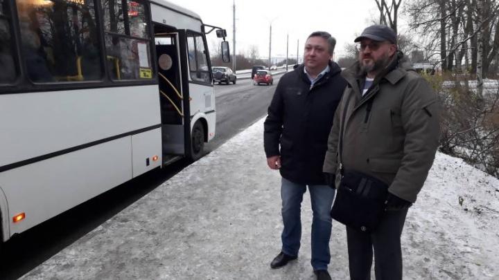 «Уехать можно»: чиновники Архангельска проинспектировали автобусы в час пик, но сами не прокатились