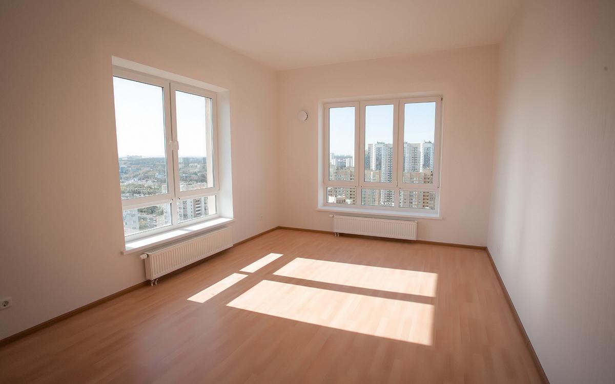 В квартирах ЖК «Сказы Бажова на набережной Щербакова» будет много воздуха и света благодаря большим окнам 1,7*1,8 м и высоким потолкам 2,77–3 м