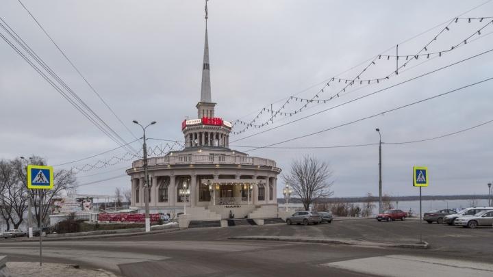 В центре Волгограда мимикрировал новый переход из желтого кирпича