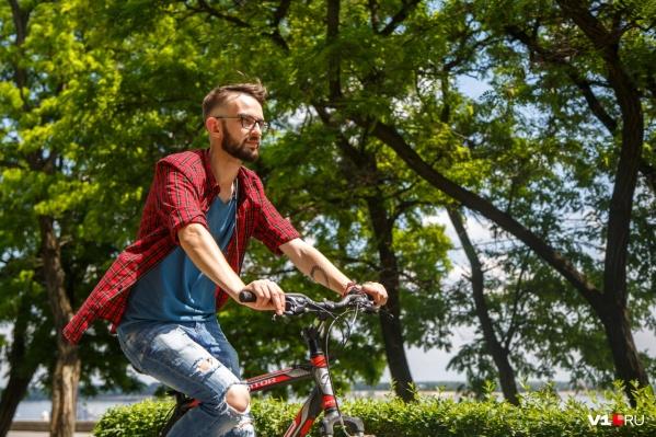Пока погода благоволит волгоградским велосипедистам