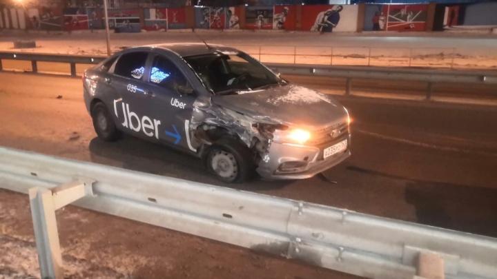 «От медосвидетельствования отказался»: в Самаре столкнулись два автомобиля такси