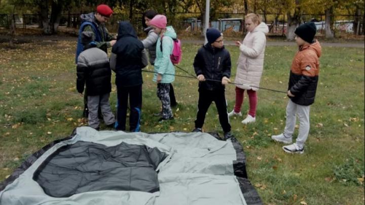 В школе №45 Красноярска детям сделали по выходным уроки «школы выживания»