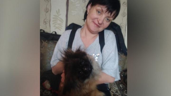 В Екатеринбурге разыскивают женщину, которая ушла гулять со своим пекинесом и пропала