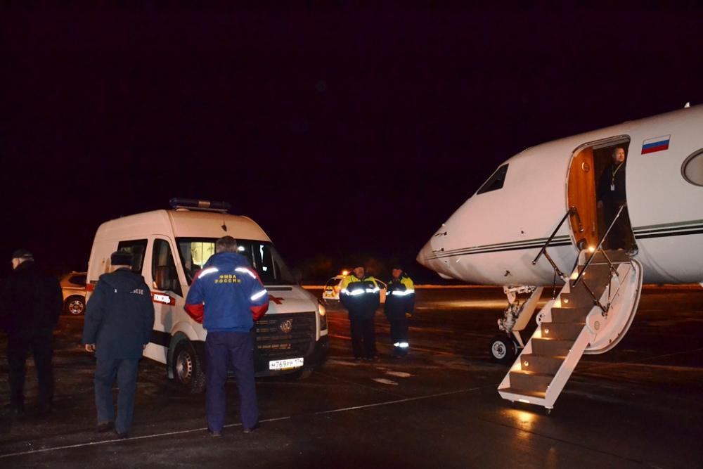 Самолётом мальчика экстренно доставили в Москву
