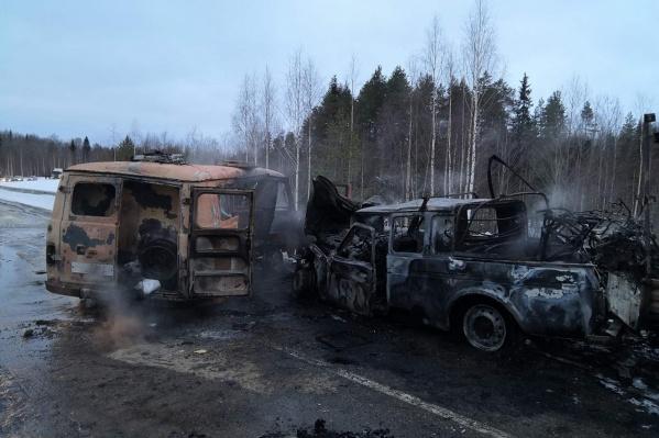 Машины-участники ДТП сгорели, так как после столкновения вспыхнул пожар