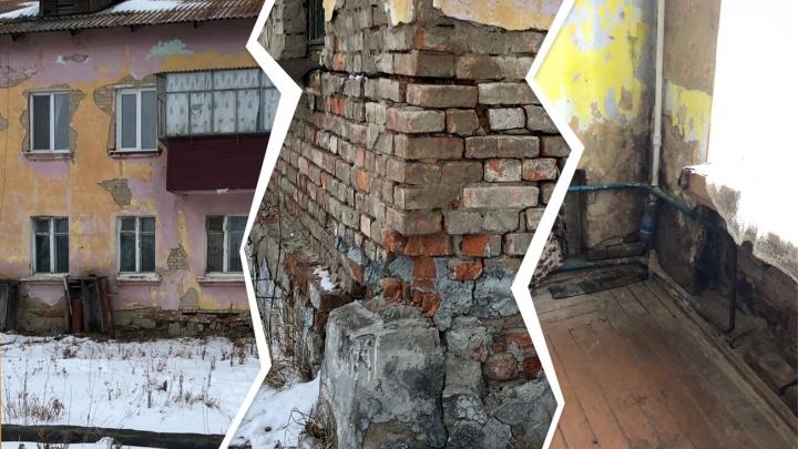 Жильцы аварийного дома в Башкирии: «Кирпичи и подъездные окна падают нам на голову»