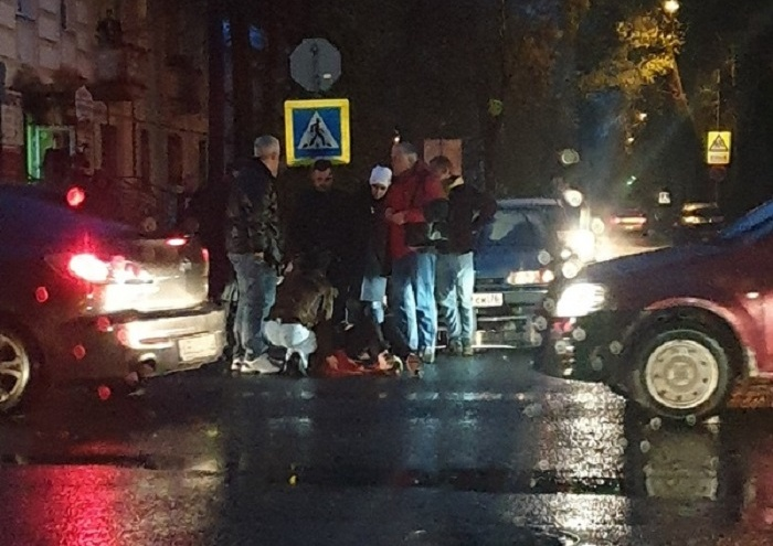 Увезли в больницу: стало известно, кого в центре Ярославля сбил «Вольво»