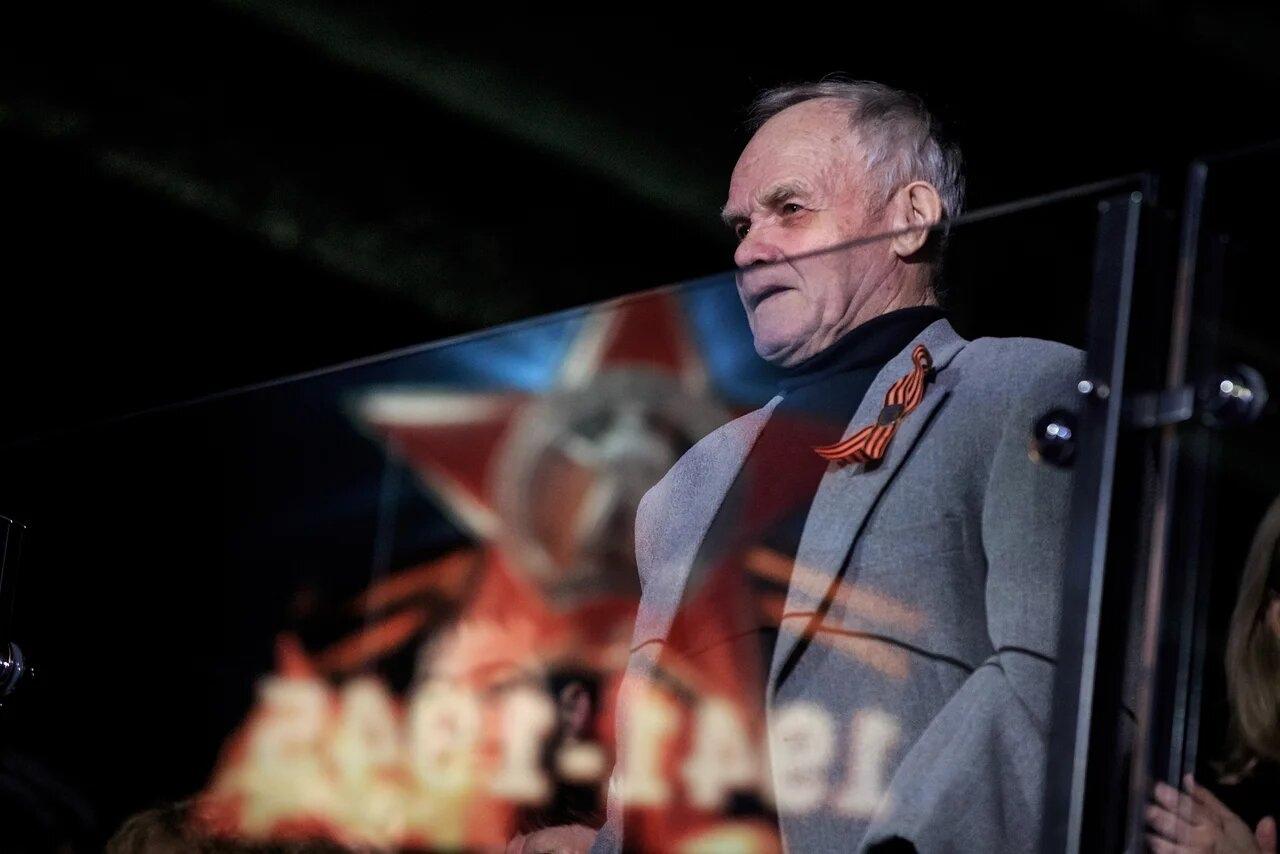 Зал поприветствовалдвукратного чемпиона России по боксу («Динамо») Леонида Сажаева