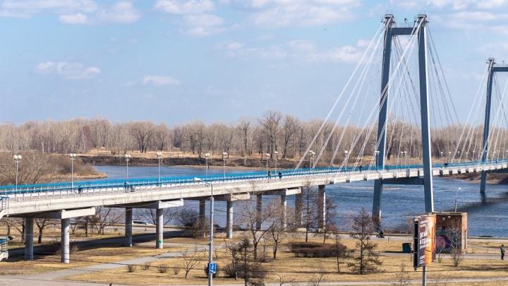 На Вантовом мосту решили нарисовать разметку после жалоб на наезды велосипедистов