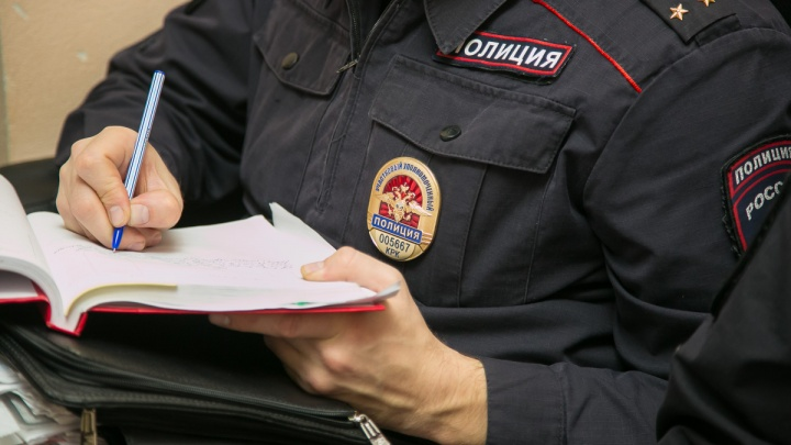 Полицейский завел фиктивное дело на бизнесмена и сам попал под статью