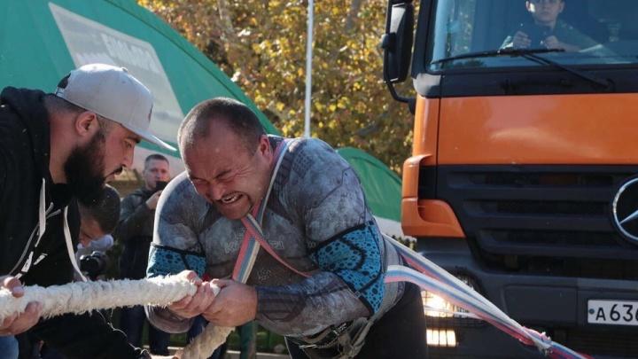 «Это сверхмощь»: челябинский силач Эльбрус Нигматуллин установил новый рекорд в Крыму