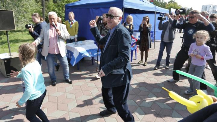 Такого вы ещё не видели: мэр Евгений Тефтелев пустился в пляс посреди парка Гагарина