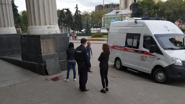В Самаре на площади Кирова плитой насмерть придавило мальчика