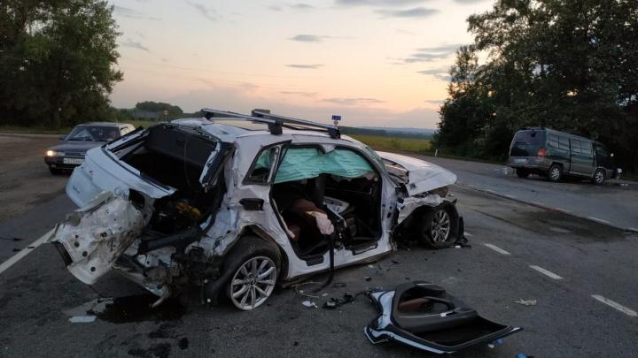 В Уфе в столкновении Audi, фуры и автобуса пострадали четверо