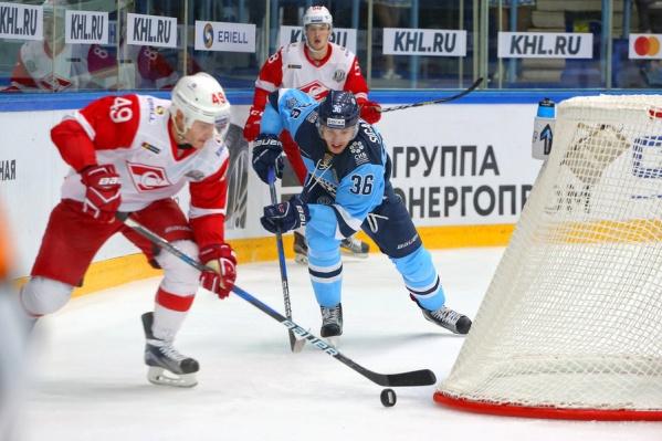 Андрей Сигарёв играет за «Сибирь» под номером 36