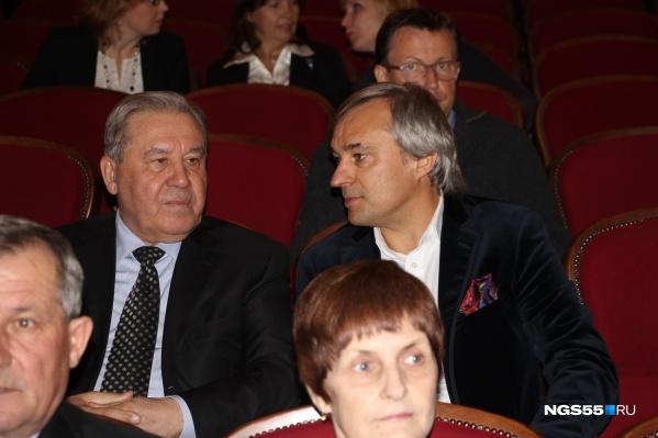 Сергей Калинин (справа) общается с экс-губернатором Леонидом Полежаевым