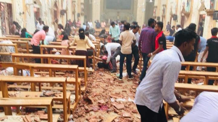 В Шри-Ланке во время пасхальных служб произошли взрывы в церквях и отелях, погибли 52 человека