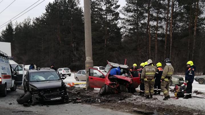 У машины срезали крышу: в Тольятти столкнулись несколько автомобилей