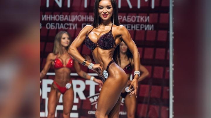 Спортсменка с красивым телом показала своё успешное выступление на турнире Шварценеггера