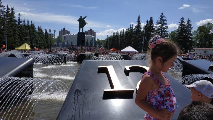 На площади перед Горсоветом открывают фонтан-часы