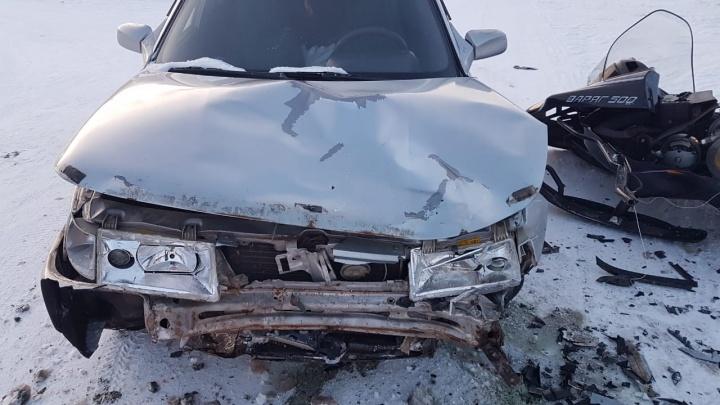 В свердловском поселке разбился снегоход, в котором ехали отец и пятилетний сын