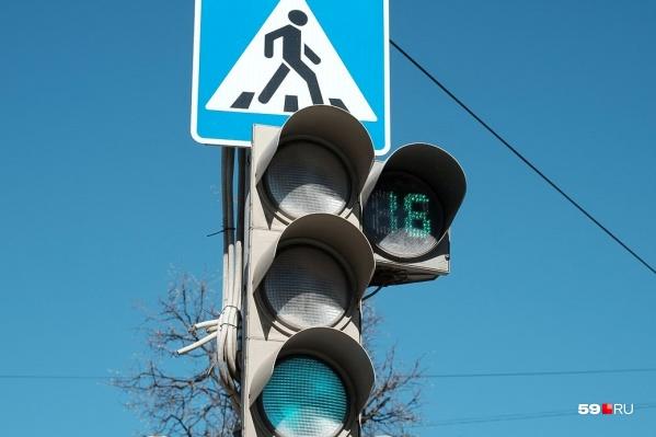 Зеленый сигнал горел для пешеходов