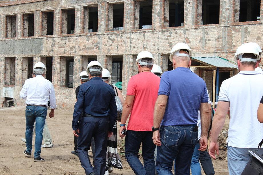 Чиновники и архитекторы провели совещание на территории объекта