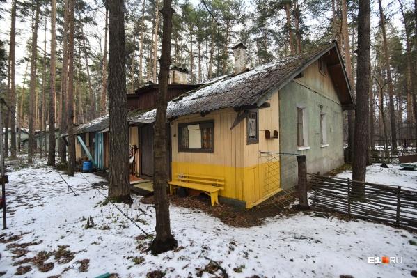 В небольшие домики на несколько квартир на лето заселяются ученые УрО РАН