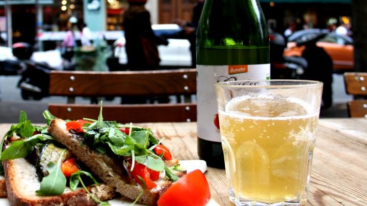 Это вам не лимонадик: 10 освежающих сидров — они заменят пиво и удивят (чего стоит «Святой Антон»)