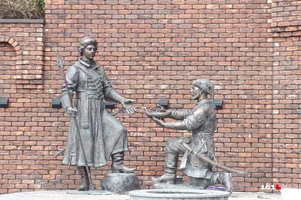 В Ростове установили памятник Петру I
