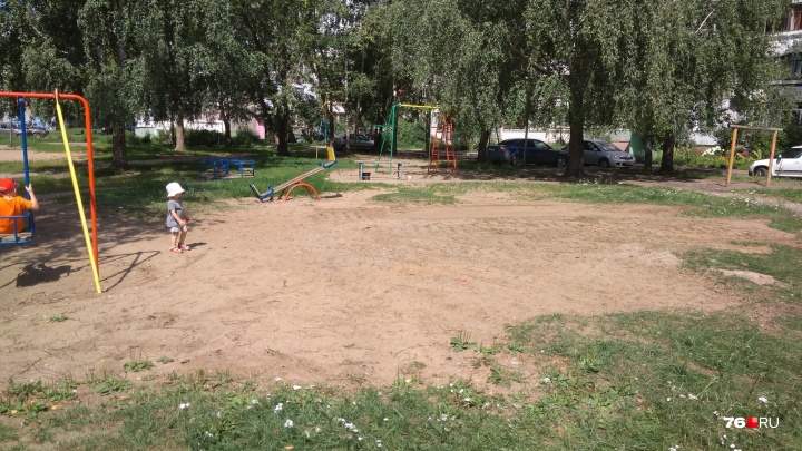 «Гниль и разрушения»: в Ярославской области разобрали опасную детскую площадку