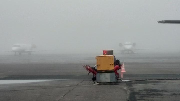 Из-за густого тумана самолет, летевший из Москвы в Тюмень, приземлился в Екатеринбурге