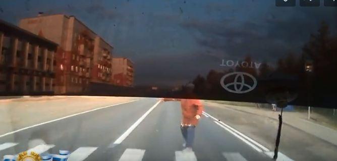 Молодой водитель сбил пожилую женщину на пешеходном переходе