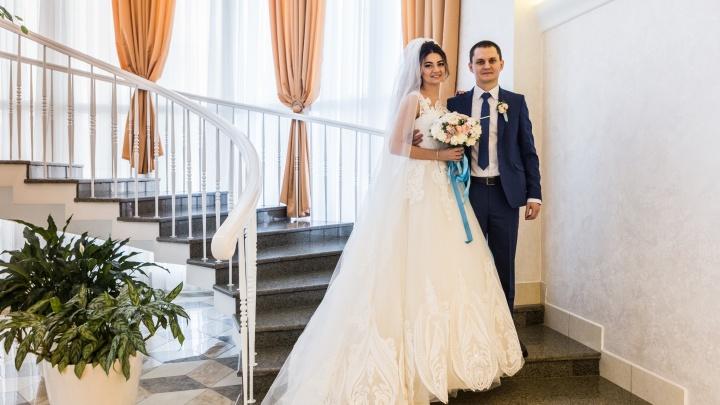 Всем горько: 8 пар новосибирцев, которые поженились сегодня в честь Дня святого Валентина