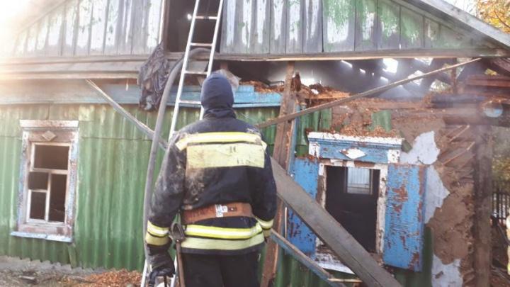 «С хозяйкой нашли мужчину младше её раза в два»: под Волгоградом при пожаре погибли двое человек