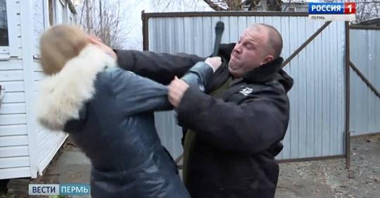 Союз журналистов вступился за пермскую корреспондентку, которую ударил охранник