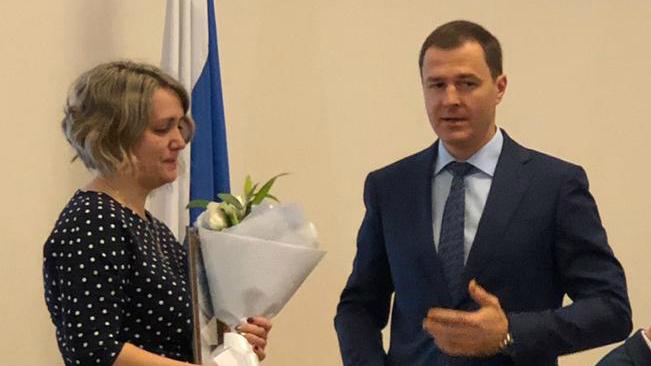 «Вы не остались равнодушны»: мэр Ярославля наградил водителя троллейбуса, спасшую ребёнка