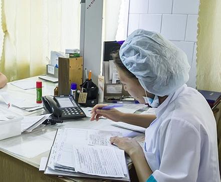 На Южном Урале хирурга детской поликлиники осудили за взятку от призывника