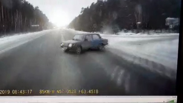 Глазами водителя фуры: появилось видео, как грузовик сминает «Жигули» с пенсионерами под Талицей