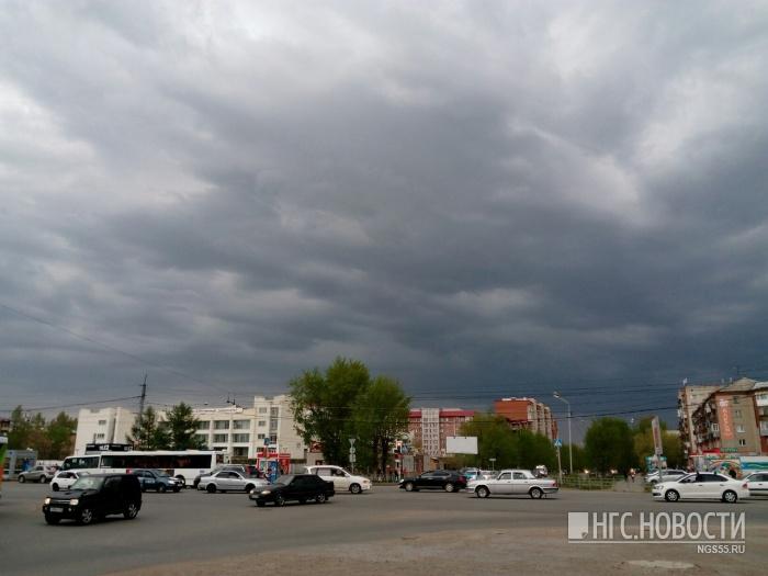 ВОмской области объявили штормовое предупреждение из-за сильного ветра иливня