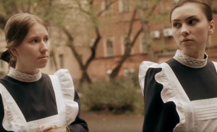 Слева — сценарист Ольга Коркина, она сыграла роль главной героини Татьяны Томпсон
