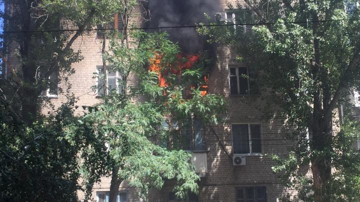 В Ворошиловском районе загорелась многоэтажка: видео