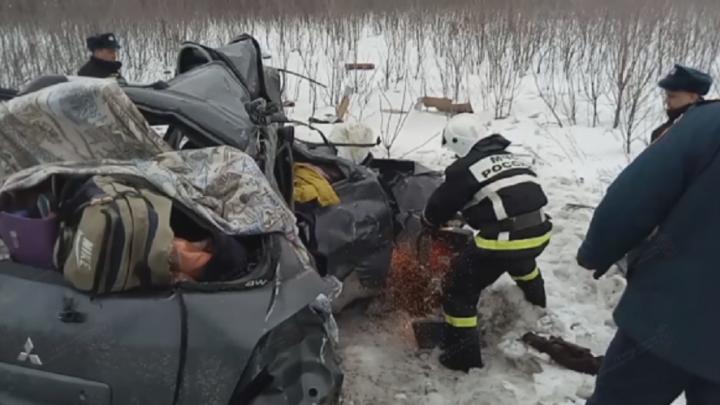 По факту гибели пятерых человек в жутком ДТП на трассе Р-22 возбудили уголовное дело