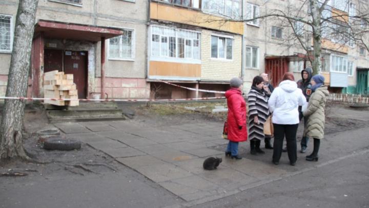 «Пьем успокоительные»: жители дома, где взорвался газ, рассказали, что происходит у них в квартирах