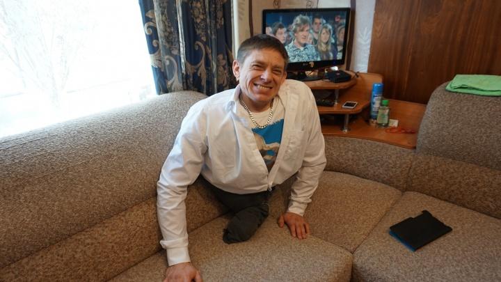 «Танцевать и быть счастливым я могу без них»: история красноярца, живущего полной жизнью без ног